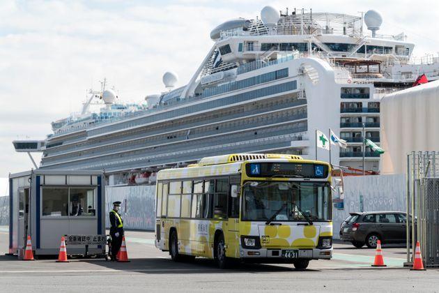 500 passagers du Diamond Princess, testés négatifs au coronavirus, sont été...