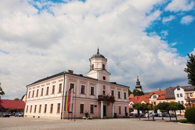Tuchow, comme des dizaines de municipalités et comtés polonais, s'était proclamée...