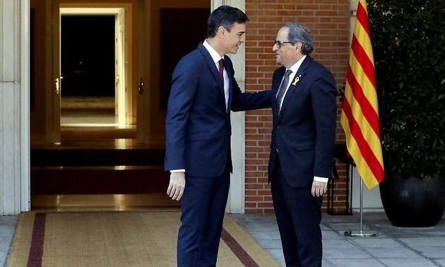 Pedro Sánchez y Quim Torra en la puerta de la