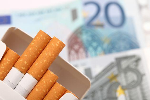 Fumare costa di più: aumenta il prezzo delle sigarette. Tutti i rincari marchio per