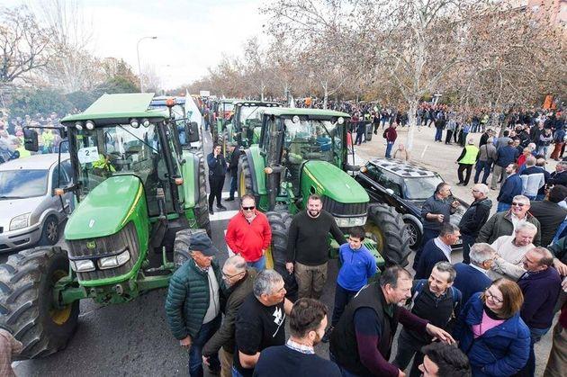 Una multitudinaria tractorada ha partido de la zona Norte de Granada, pasadas las 11.00