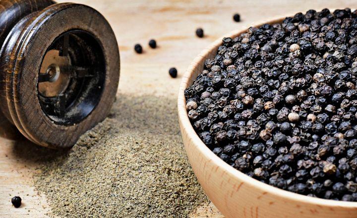 Que ce soit du poivre en grains ou bien du poivre moulu poudre, les français dans leur majorité en raffolent