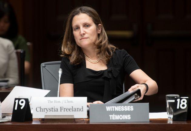 クリスティア・フリーランド副首相が下院常任委員会の前に現れるのを待つ...