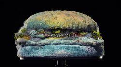 Burger King bane conservantes artificiais e mostra vídeo de sanduíche se