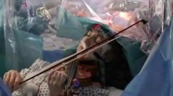 Woman Plays Violin While Doctors Remove Brain