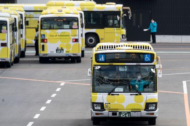約500人の乗客たちを乗せたバス