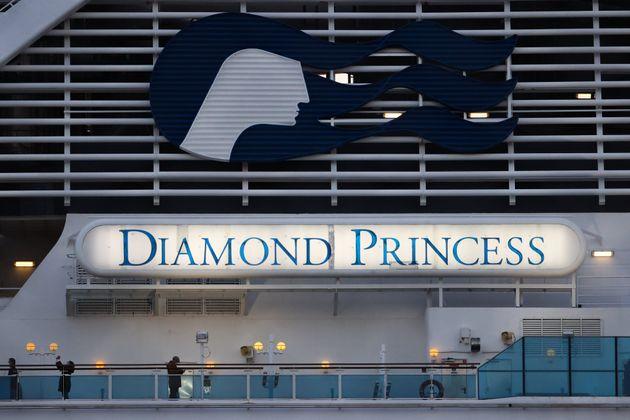 요코하마항에 정박된 크루즈선 다이아몬드 프린세스. 2020. 2.