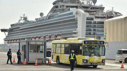일본은 코로나19 집단 감염 크루즈 탑승자들을 '주요 역'에 내려