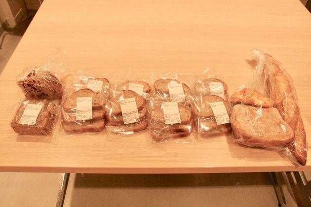 1時間の販売で、大量にあった食品が最後はこれだけに。
