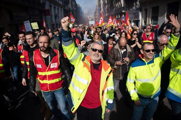 Des manifestants contre la réforme des retraites à Marseille le 6 février