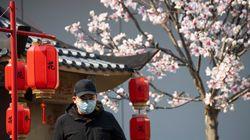 Μόνο 394 νέα κρούσματα στην Κίνα το τελευταίο 24ωρο - Ανησυχία στο Ιράν μετά τους δύο περίεργους
