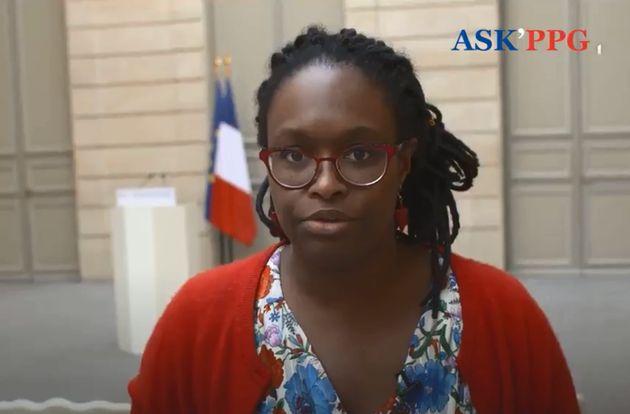 Sibeth Ndiaye répondant aux questions des