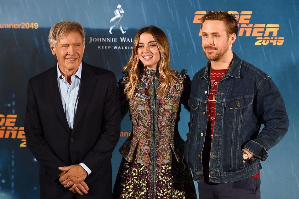Junto a Harrison Ford y Ryan Gosling en la presentación de la película 'Blade Runner 2049' en septiembre de 2017.