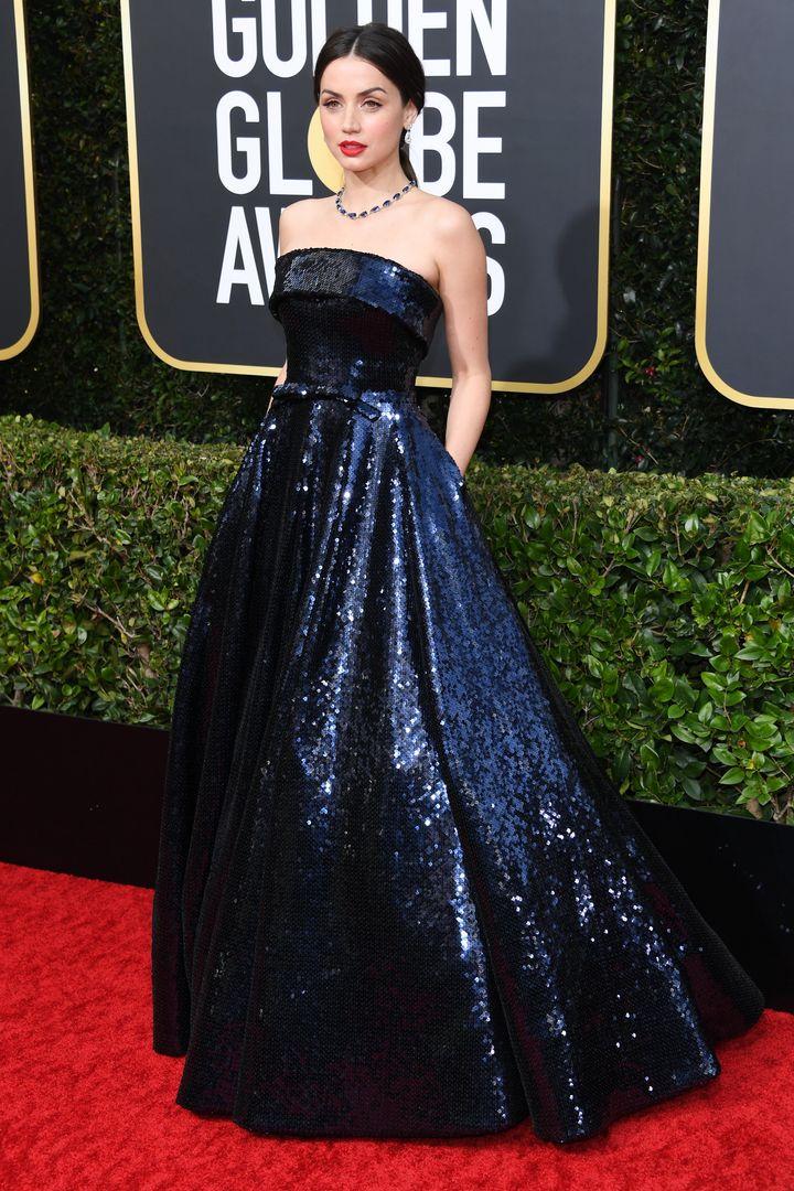 En los Globos de Oro, nominada por su papel en 'Puñales por la espalda'.