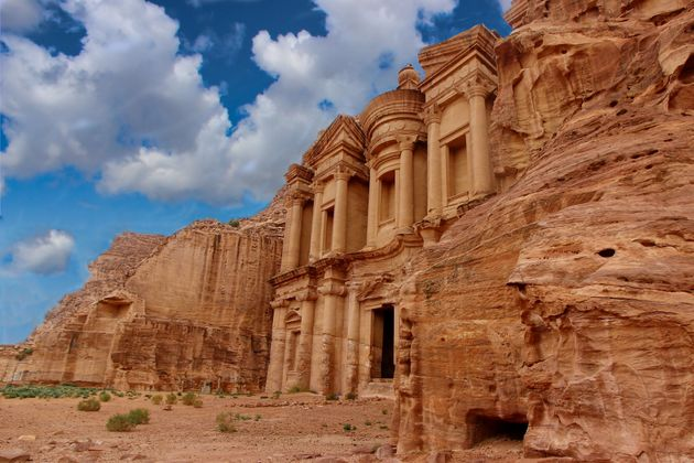 Turista italiano ucciso dalla caduta di alcuni massi a Petra