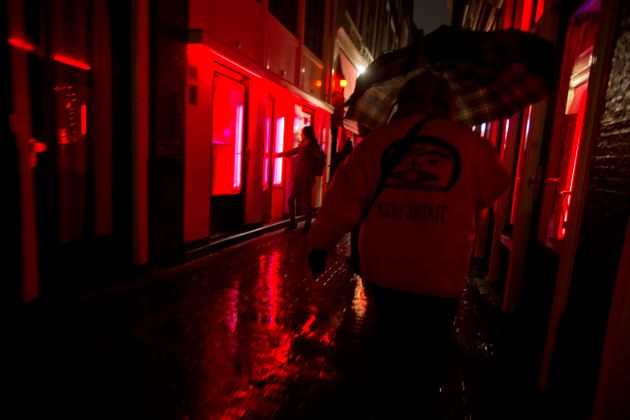 Αμστερνταμ: Σχέδιο μεταφοράς των «κόκκινων φαναριών» σε κλειστό