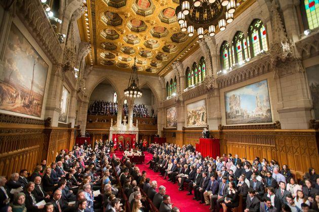12月4日にオタワにあるカナダの第42議会の開始時の玉座からのスピーチのファイル写真