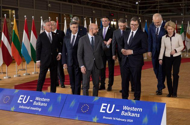 Η ελληνική διπλωματία δέσμια πολιτικών εξελίξεων στα Δυτικά