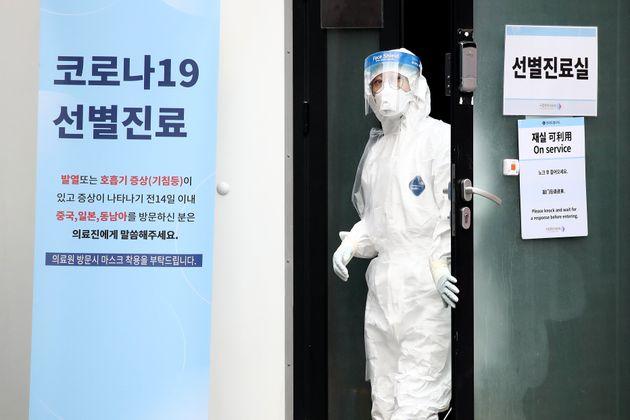 Le gouvernement sud coréen a de suite pris des mesures pour contenir l'épidémie....