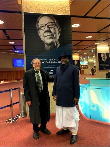 Irwin Cotler aux côtés de Biram Dah Abeid, un ancien prisonnier politique de Mauritanie qu'il a défendu. Monsieur Abeid a reçu le Prix du Courage à Genève.