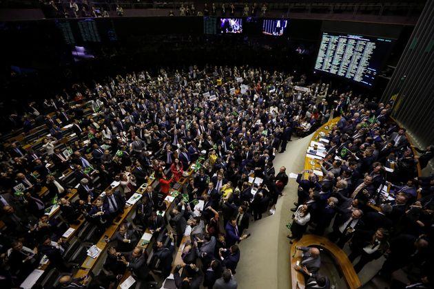 Presidente vetou 10 dispositivos da LDO e agora governo tenta consenso com parlamentares para evitar