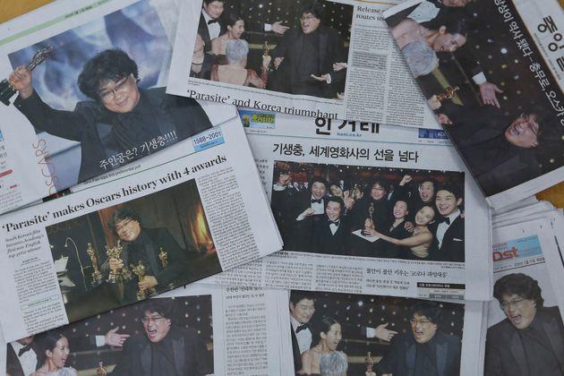 자료사진: '기생충' 오스카 시상식 수상 다음날인 2월 11일 한국 일간지들의