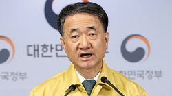 박능후 보건복지부 장관이 중국인 입국 관련 비판에 한