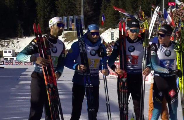 Martin Fourcade, Emilien Jacquelin, Quentin Fillon-Maillet et Simon Desthieux ont remporté la médaille...