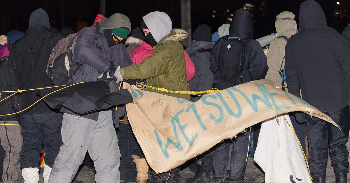 Protesters End Rail Blockade In Quebec After Arrival Of Riot Police