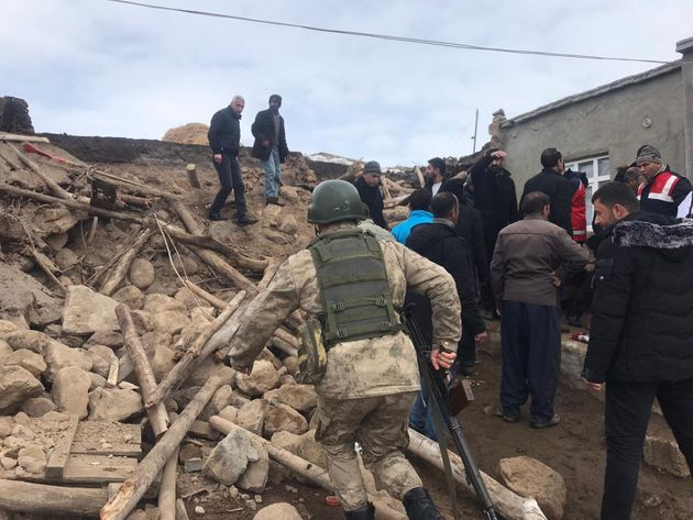 Σεισμός 5,7 ρίχτερ στα σύνορα Τουρκίας-Ιράν - 9 νεκροί και αρκετοί