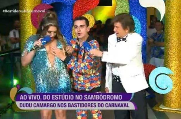 Cena em que Dudu Camargo, ao ser entrevistado durante o programa