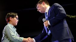 Buttigieg Helps 9-Year-Old Come Out To The World In Emotional