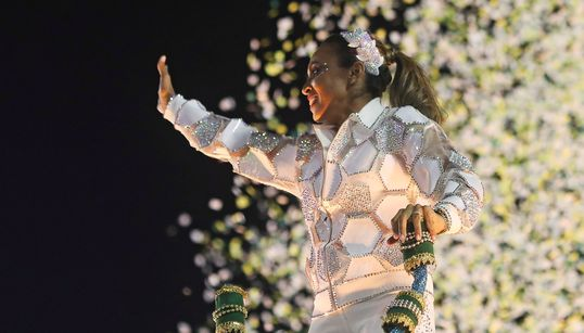 O desfile de Carnaval que exaltou a potência de Marta no futebol mundial em 11