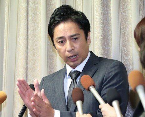 設立した会社が申告漏れを指摘された問題で記者会見する徳井義実さん=2019年10月23日、大阪市中央区