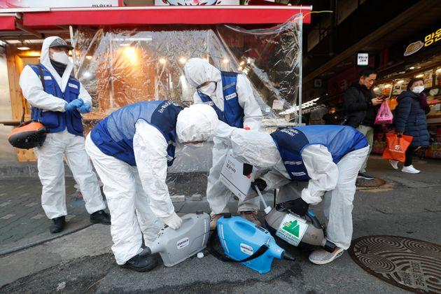 Κορονοϊός: Πάνω από 2.500 οι νεκροί στην Κίνα. Ραγδαία αύξηση κρουσμάτων στη Νότια