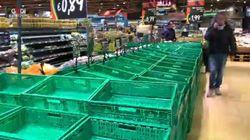 Panico da coronavirus: scaffali vuoti nei supermercati di