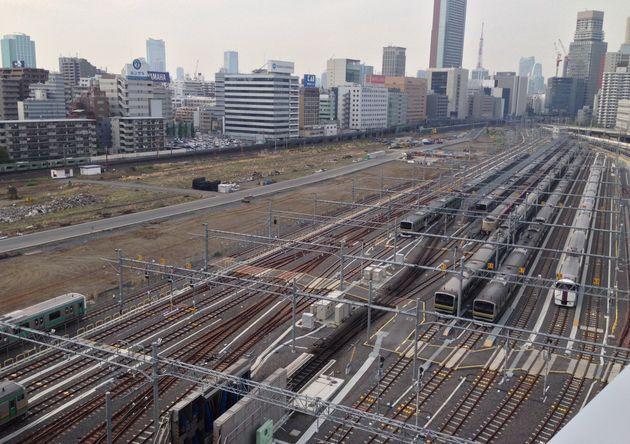 2015年4月撮影の品川車両基地。着工から3年、この場所に「高輪ゲートウェイ駅」が完成しようとしている