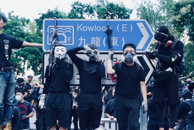 香港のデモ隊の若者たちには10代の子も目立つ。自由を求め戦っている。