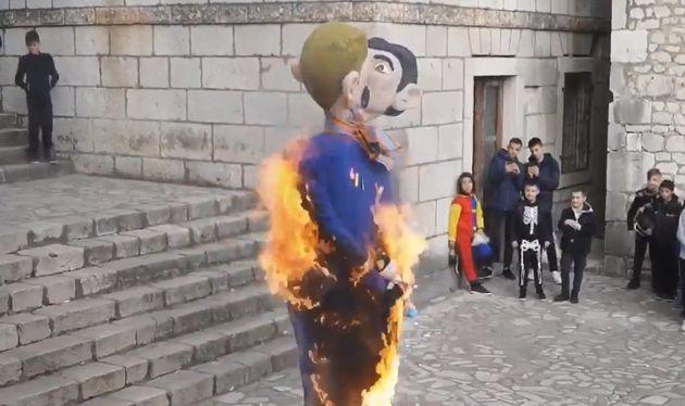 Lors d'un carnaval en Croatie, les effigies d'un couple gay accompagné d'un enfant a été