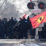 La police intervient pour démanteler le blocus à