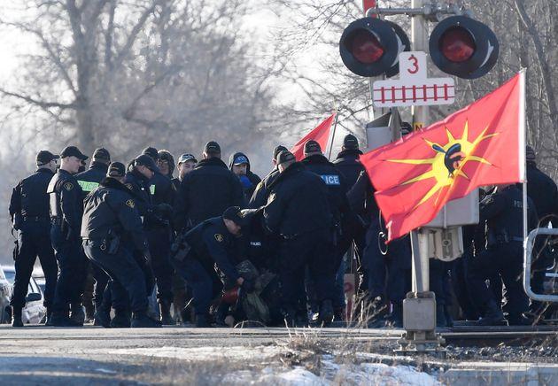 Les policiers ont procédé à des arrestations lundi
