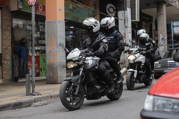 Ένταση στην ΑΣΟΕΕ: Κουκουλοφόροι επιτέθηκαν σε αστυνομικό με