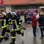 Carro avança contra desfile de Carnaval em cidade no oeste da Alemanha e deixa 30