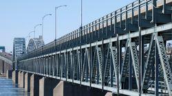 Des Mohawks de Kahnawake ont perturbé la circulation près du pont