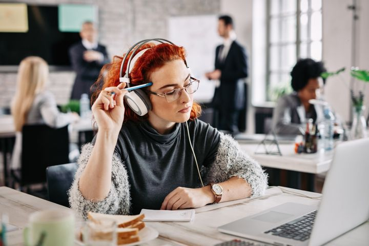 Experts say you can shift your work environment to make working withattention deficit hyperactivity disorder a little easier to manage.