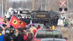 Ontario Police Move To Clear Rail Blockade On Mohawk