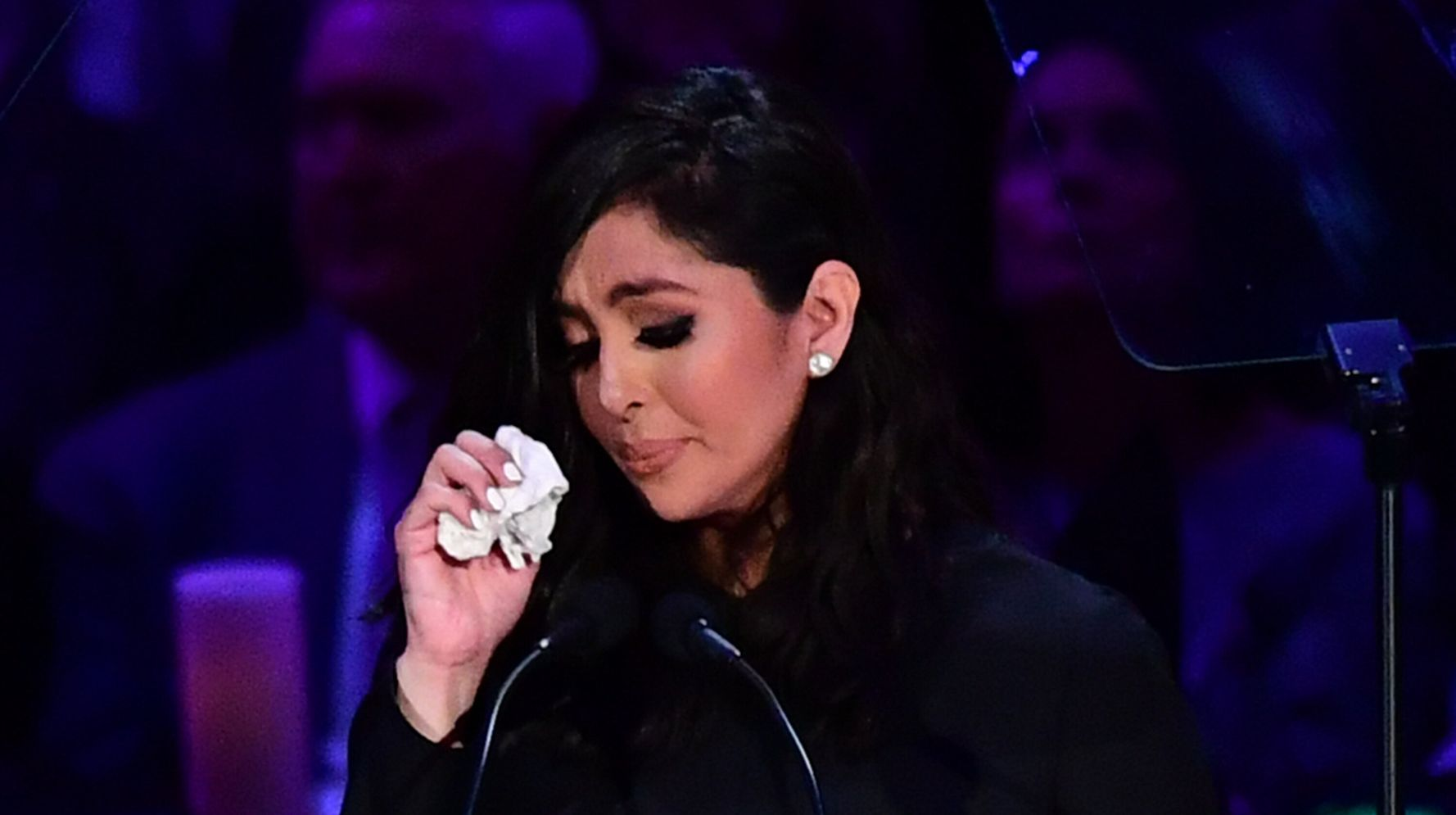 Westlake Legal Group 5e5423d22300002c080bf10d Vanessa Bryant Tearfully Honors Kobe Bryant, Gianna Bryant At Memorial Ceremony