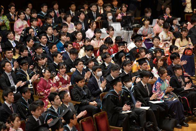 式典に出席する卒業生たち(イメージ)