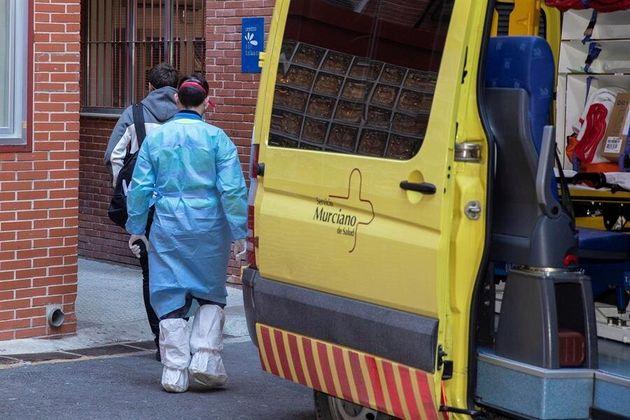 España eleva todas las alertas contra el coronavirus tras el brote en