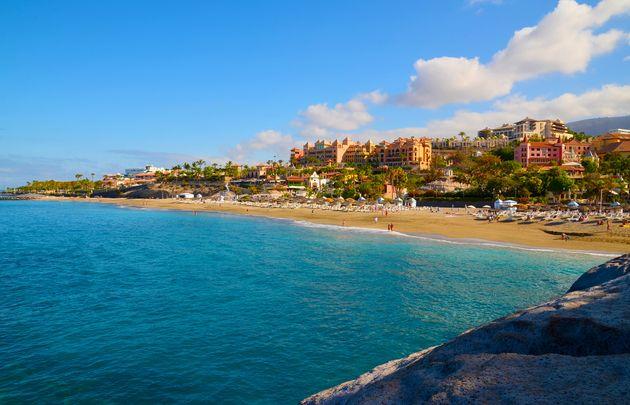 Italiano positivo al coronavirus a Tenerife. Mille persone i